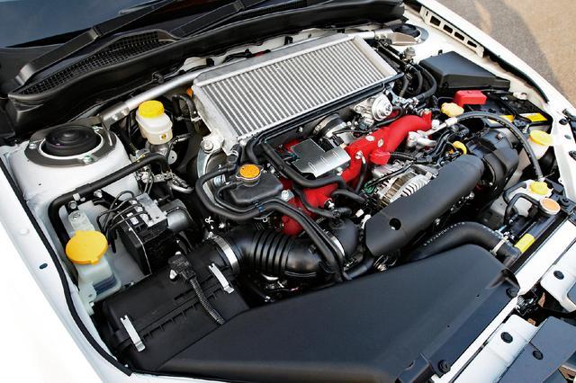 画像: MT車はボールベアリングターボを装着することで、レスポンスアップを図った。2.5LターボエンジンのAT車も設定された。