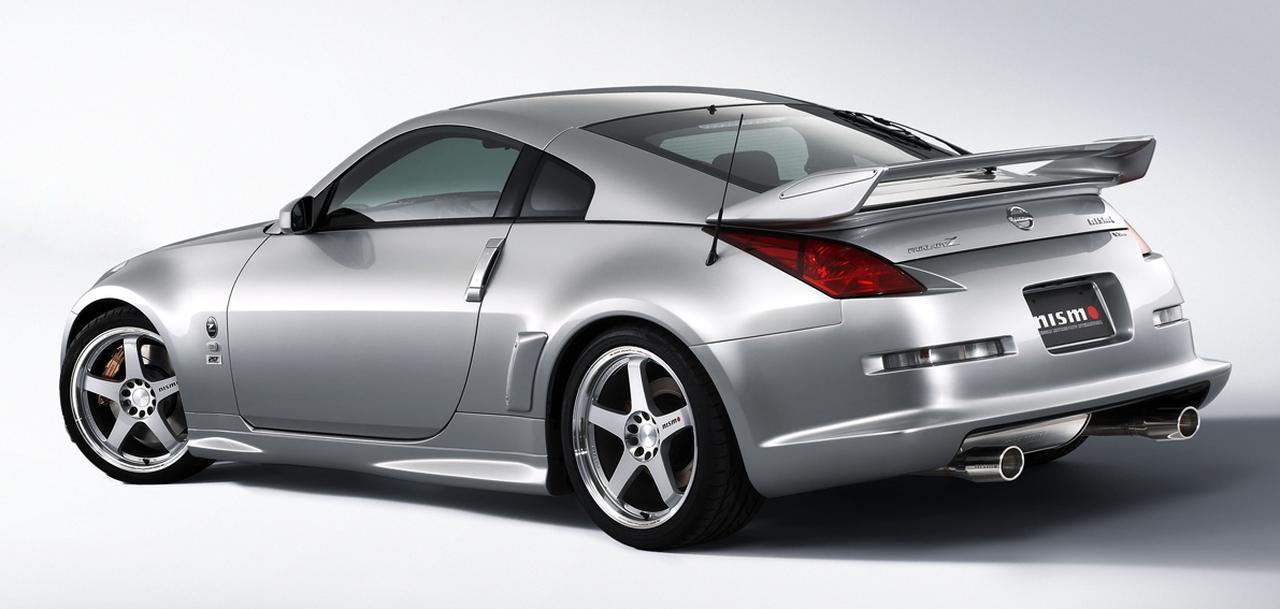 画像: リアウイングはFRP製で角度調整可能。専用の足回りで車高は20㎜ダウンしている。