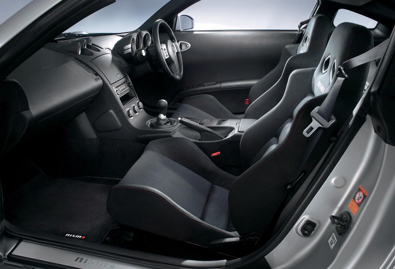 画像: 専用デザインのバケットタイプシートを採用。表地はアルカンターラ。