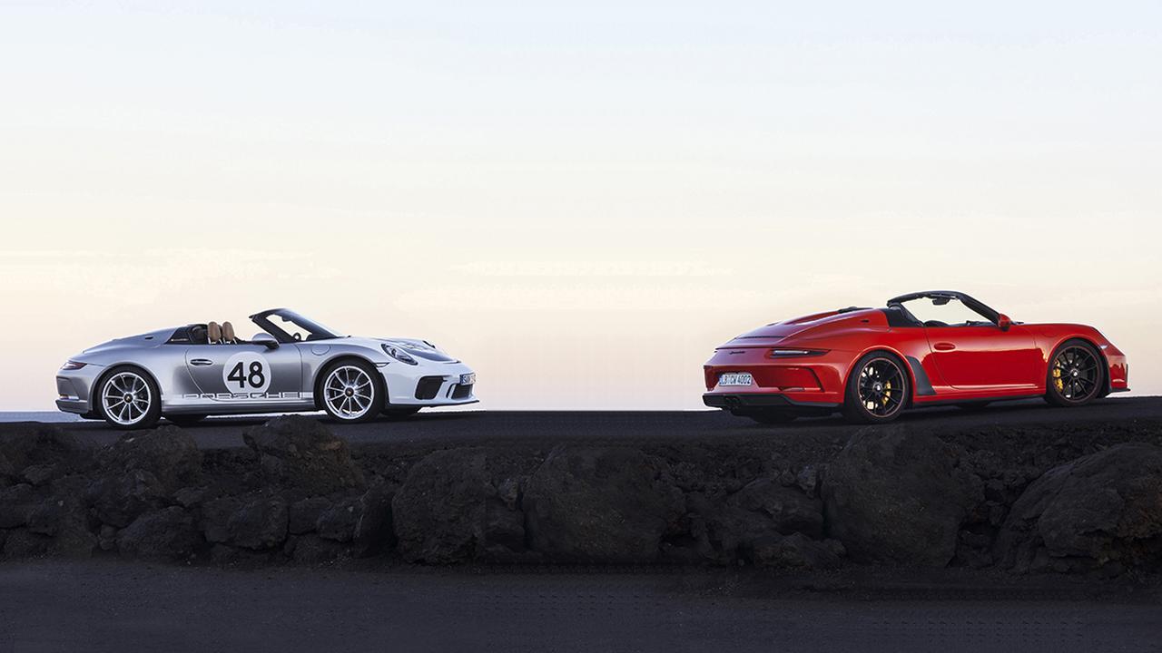 画像: 左がポルシェ911スピードスターのオプション仕様「ヘリテージ デザイン パッケージ」。ボディ色のGTシルバーが、モータースポーツでの輝かしい歴史を思い起こさせてくれる。
