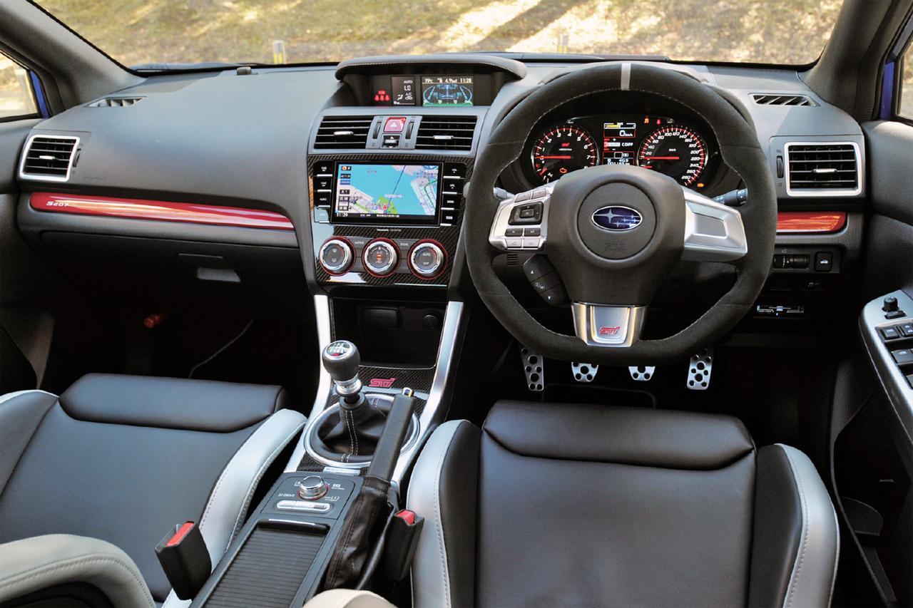 画像: インテリアは専用のSTI製レカロバケットタイプのフロントシートや専用スポーツメーターを採用するなど特別仕様となっている。