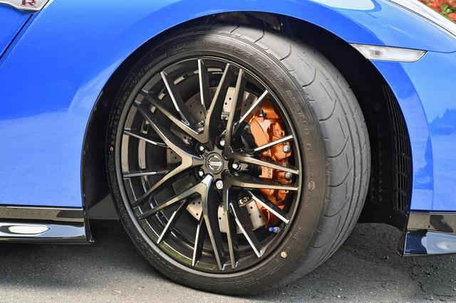 画像: ブレーキは、従来よりも軽い踏力で制動力が立ち上がるようにブースター特性をチューニングしている。