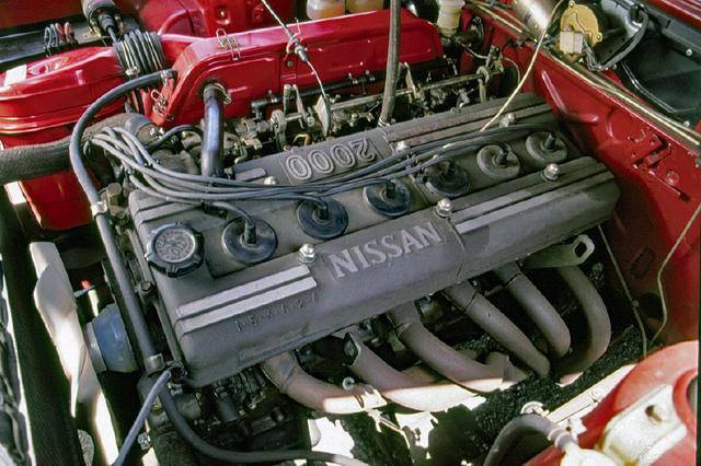 画像: 160psを発生するS20型 直6DOHC24バルブ エンジン。ソレックスのキャブを3連装していたが、排ガス規制をクリアできずに、このケンメリGT-Rを最後に姿を消した。