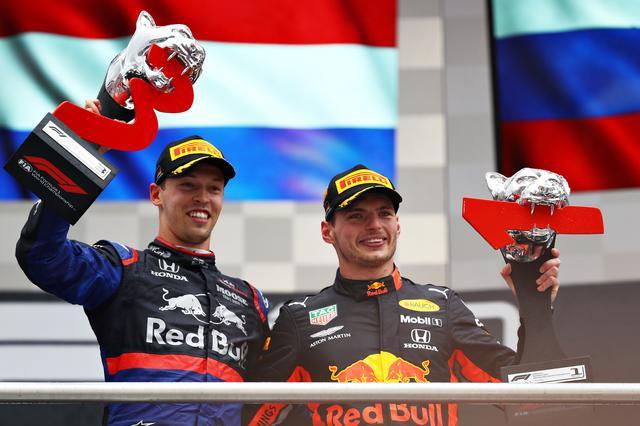 画像: トロロッソ・ホンダのダニール・クビアト(左)と優勝したレッドブル・ホンダのマックス・フェルスタッペン。ホンダがダブル表彰台を達成。