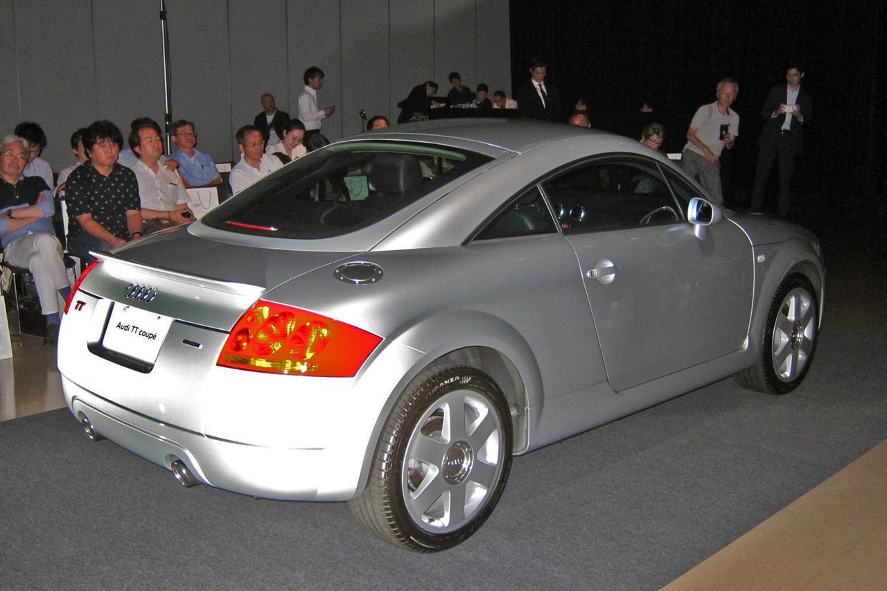 画像: 客席の中央にはアウディジャパンがフルレストアした初代TTクーペが展示された。