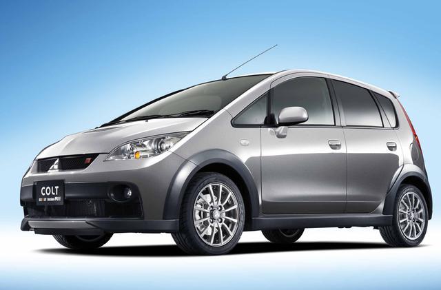 画像: 写真上が300台生産された08年モデル、写真下は2010年に200台限定で追加生産された10年モデル。両車の違いはホイールカラーのみだ。