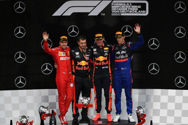 画像: 2016年の中国GP以来、3度目の表彰台となったダニール・クビアト(トロロッソ・ホンダ 右)。トロロッソの表彰台は2008年以来。