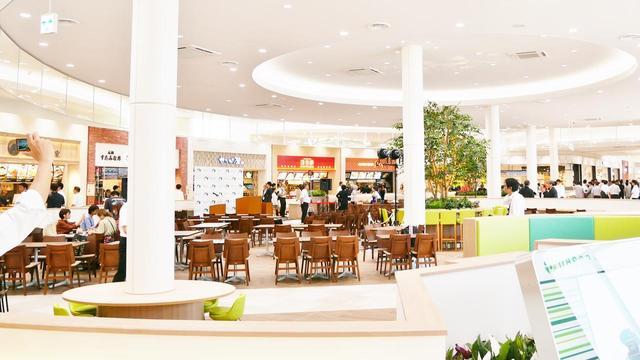 画像: 東北自動車道 蓮田SA(上り)のフードコート。「翁の郷」や「ひのでや食堂」など6店舗が出店する。