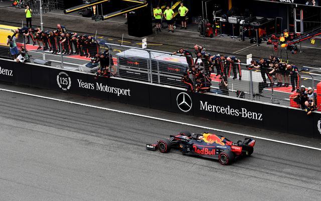 画像: ライバルであるメルセデスの地元ドイツGPで優勝を飾ったマックス・フェルスタッペン(レッドブル・ホンダ)。