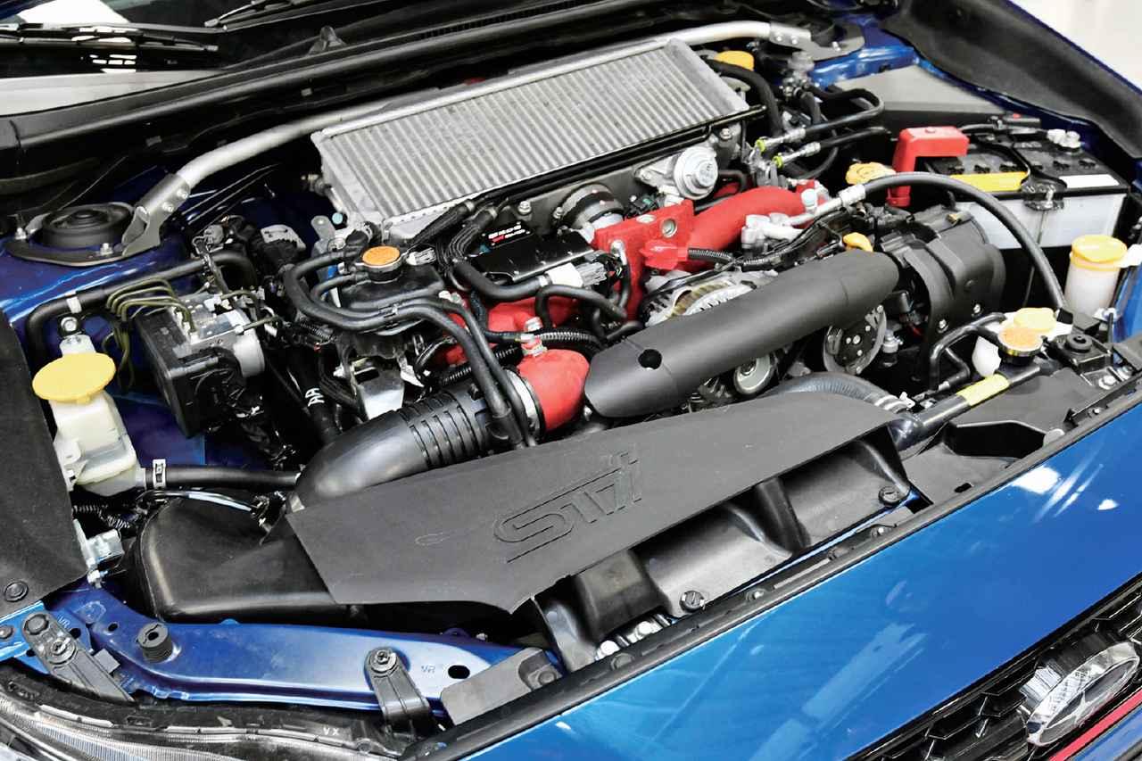 画像: エンジンはEJ25をベースに専用チューニングを実施、吸気系統には、大型エアクリーナーや専用吸気ダクトを採用した。