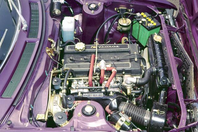 画像: 2000GTに載せられた18R-G型 2L DOHCエンジン。2基のソレックスキャブによりプレミアム仕様で145psのパワーを発揮する。