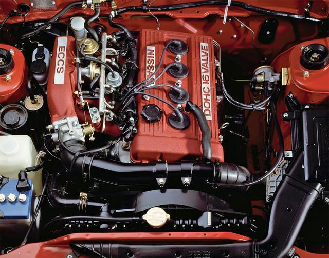 画像: 真っ赤な結晶塗装のヘッドカバーとチャンバー、NISSANやDOHC 16VALVE のロゴなど、見られることを意識したエンジンでもあった。