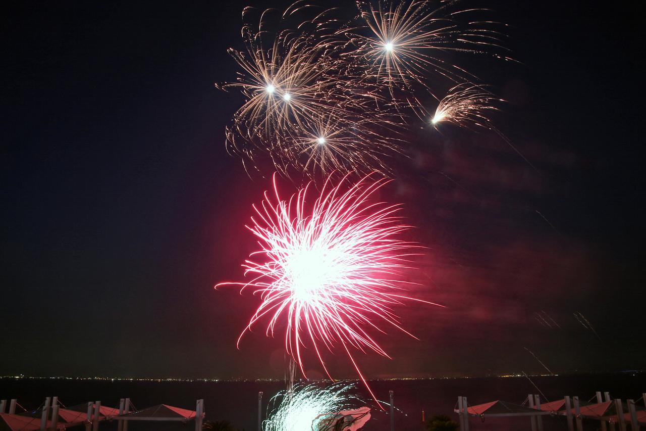 画像: エンディングには約4000発の花火が打ち上げられた。