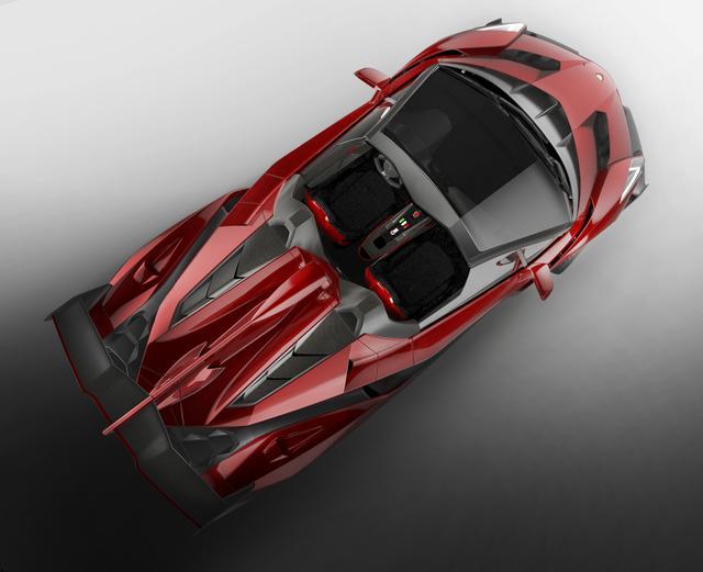 画像: ヴェネーノ ロードスター。ルーフはなく、エンジンフードはダイナミックなデザインとなっていた。