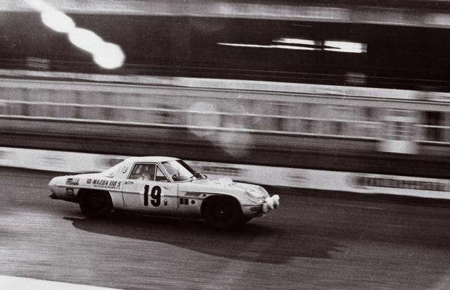 画像: ロータリーエンジンには否定的な意見も少なくなかった。なかでも耐久性がやり玉に挙がることが多かったが、それを否定すべく出場した1968年のマラソン・デ・ラ・ルートで総合4位に輝いた。耐久性に問題がないことを実証して見せたのだ。