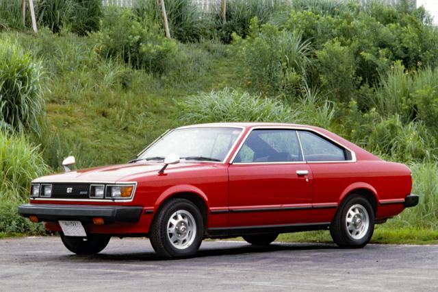画像: カリーナにも2T-Gを搭載した1600GTが登場。1971年4月に2ドアセダン、そして72年12月に写真のハードトップにも設定された。