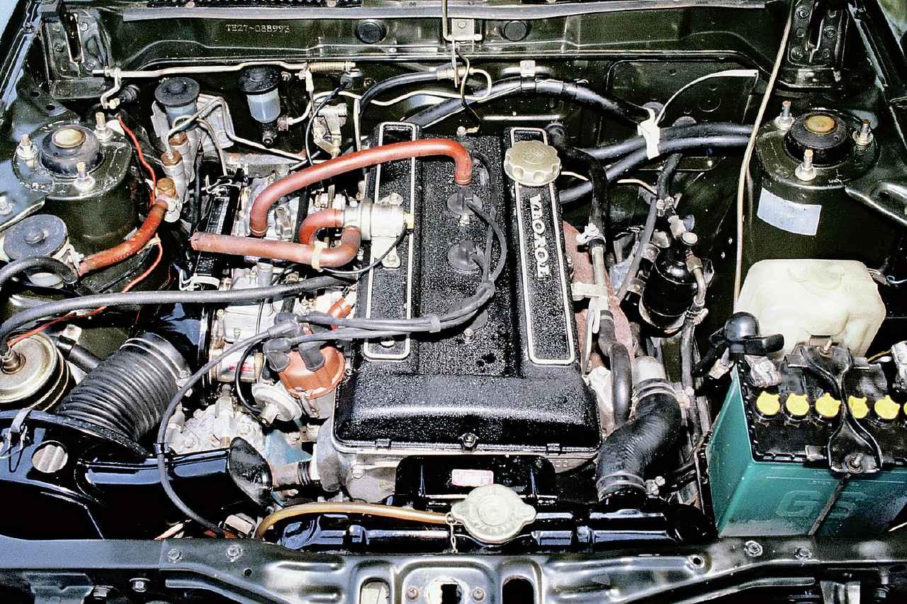 画像: 黒い結晶塗装のエンジンカバーが、当時の高性能エンジンの証だった。