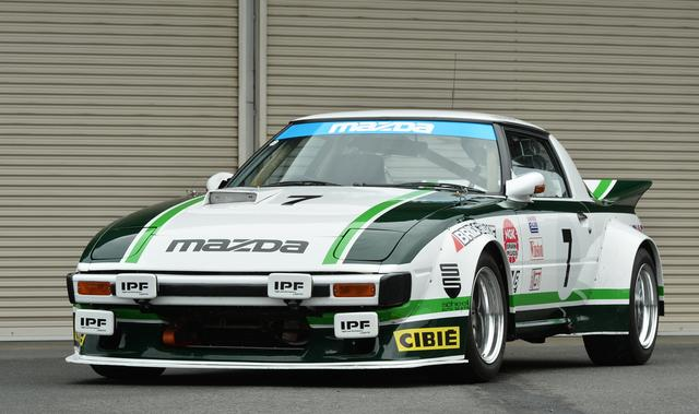 画像: 巨大なエアダムバンパースタイルのフロントスポイラーはオーバーフェンダーと一体になるデザイン。後期ターボボディに前期バンパーを装着して1981年のデイトナ24時間レース優勝車を再現している。