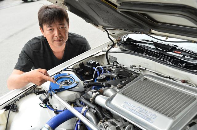 画像: あちこちに手を入れながら、気がつけば29年の付き合いというオーナーの齋藤勉さん(47歳)。
