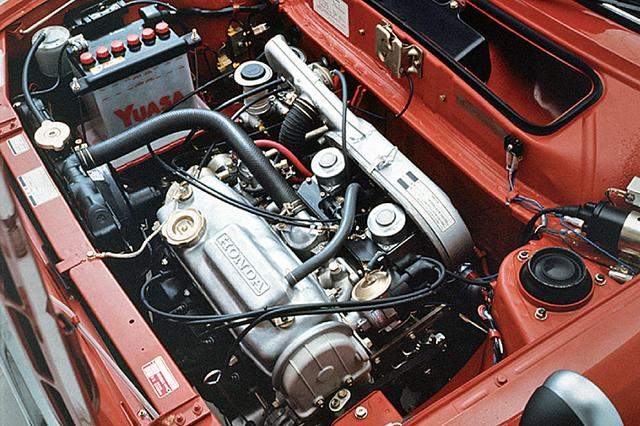 画像: ノーマルの60ps、GLの69 psに比べ、RSはCV型可変ベンチュリー・キャブを2連装して76psを絞り出していた。トルクカーブもフラットで使いやすいエンジンだった。