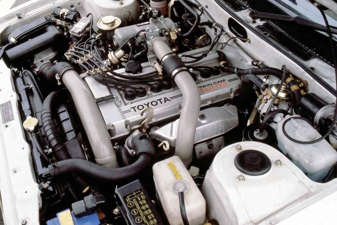 画像: ヘッドカバーには「TWIN CAM turbo」のロゴが入る。ツインプラグ化による8本のイグニッションコードも目を引く。