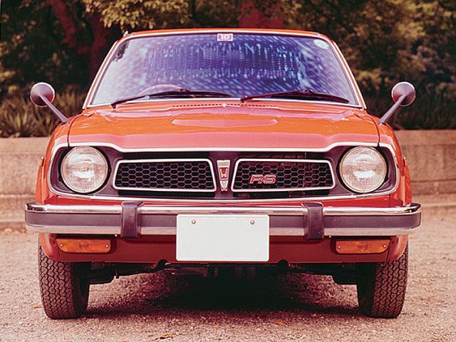 画像: RSは「Road Sailing」の略。76psのスポーティ版でありながら、車名には「あたかも、遠くまで、滑らかに道路を帆走するよう」という性格を持たされたRSを採用した。