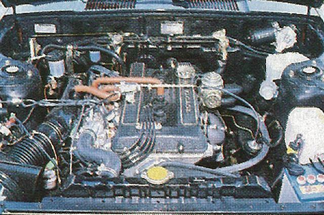 画像: カムカバーはブラックの結晶塗装が施される。ソレックス・ツインキャブを装着しながら排出ガス規制に対応し、130ps/17.0kgmを発生した。