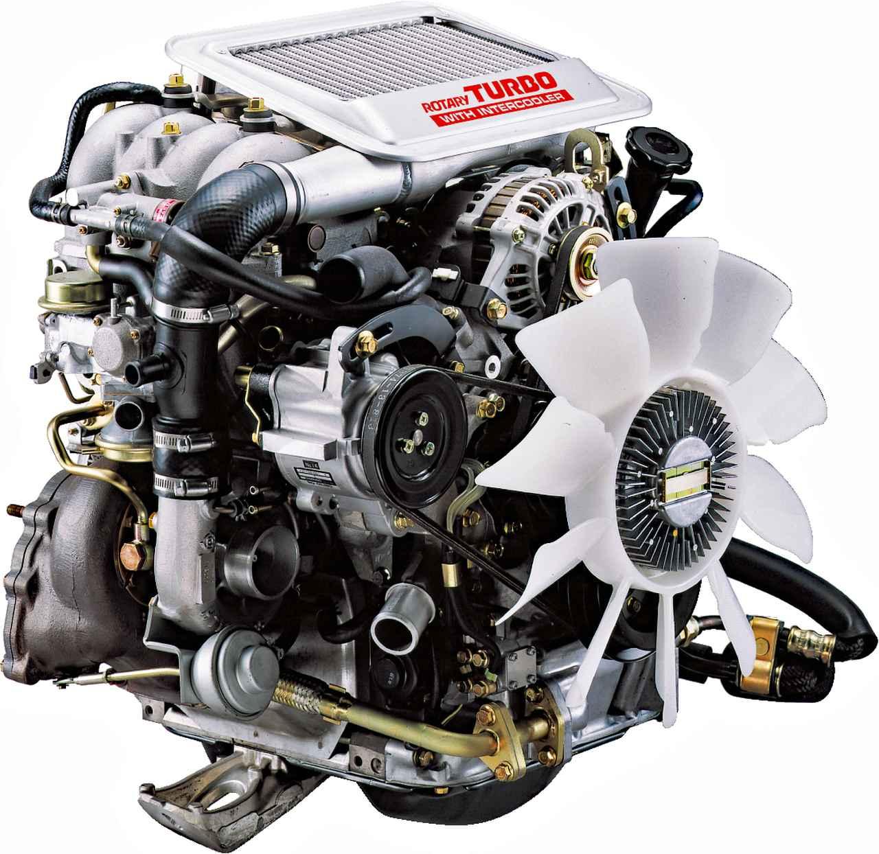 画像: レシプロに比べるとコンパクトなロータリーエンジン。直上にインタークーラーが備わる。