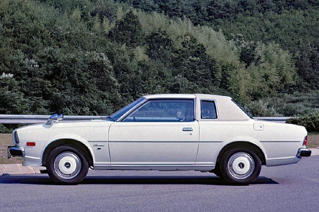 画像: 1977年7月に「落ち着き、上品さ、格調」をキャッチフレーズにランドウトップのコスモLを追加設定。エンジンは13Bと12Aのロータリーのみだった。