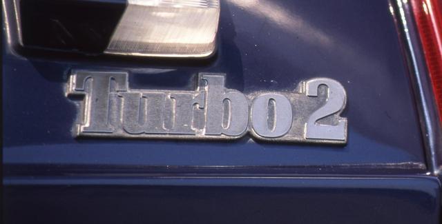 画像: ルノー5ターボの販売が伸びたため、その廉価版として5ターボ2を生産。3000台以上のヒットとなった。