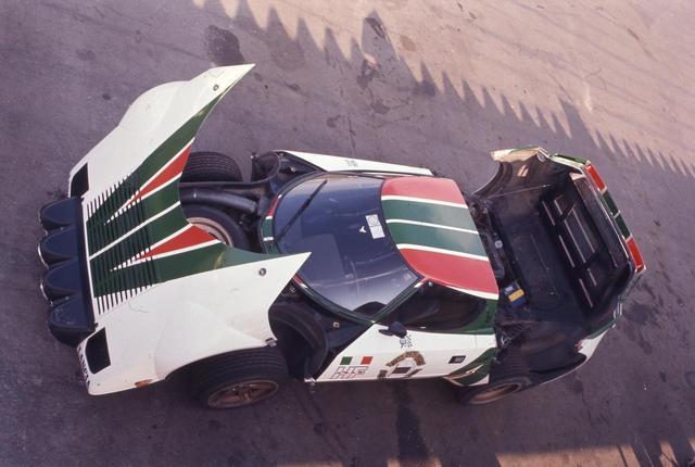 画像: 前後カウルが大きく開くというのも、元はラリーカーとしての整備性を考えてのこと。だが、スーパーカーっぽさを演出するにも効果的だった。