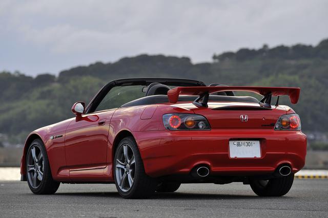 画像: S2000は後期型では北米仕様と同じ2.2LのF22Cを搭載するが、車名はS2000のままだった。