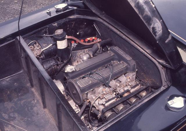 画像: SPLのエンジンは吸気バルブ径を拡大。圧縮比も高めたことで126psの最高出力となった。軽量ボディには十分な性能とも言える。