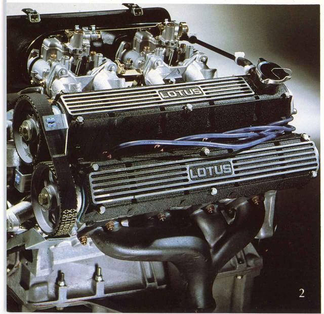 画像: エリートで採用されていた2L DOHCエンジンは160ps/19.4kgmを発生。45度傾けて重心を低くしつつ、ミッドに搭載されている。