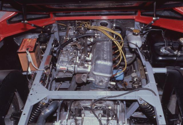 画像: 童夢 零/P-2のスーパーカー的でない部分がパワーユニット。日産のL28型 直6 SOHCはソレックス3連キャブを用いたものの145ps/23.0kgmと控えめなものだった。