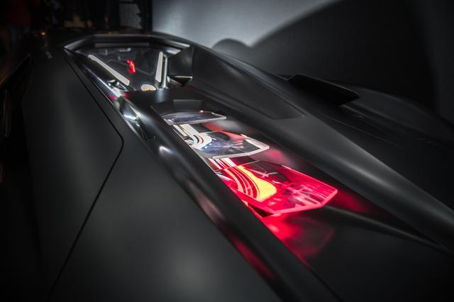画像: 高効率なエレクトリックパワーユニットを搭載。それを示す光の演出も盛り込まれる。