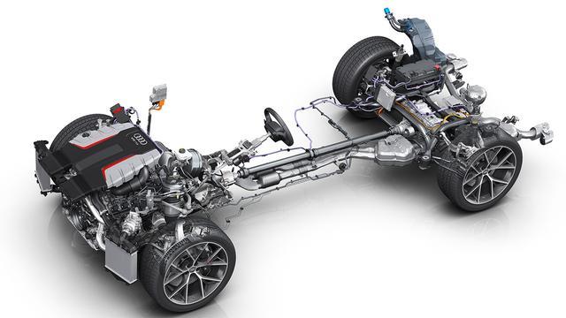 画像: 搭載の4L V8ツインターボディーゼルエンジン(最高出力435ps/最大トルク900Nm)。