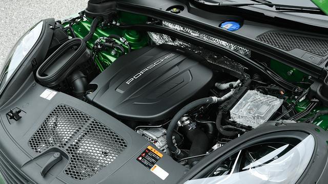 画像: 搭載の2L直4DOHCターボエンジン(最高出力252ps/最大トルク370Nm)。