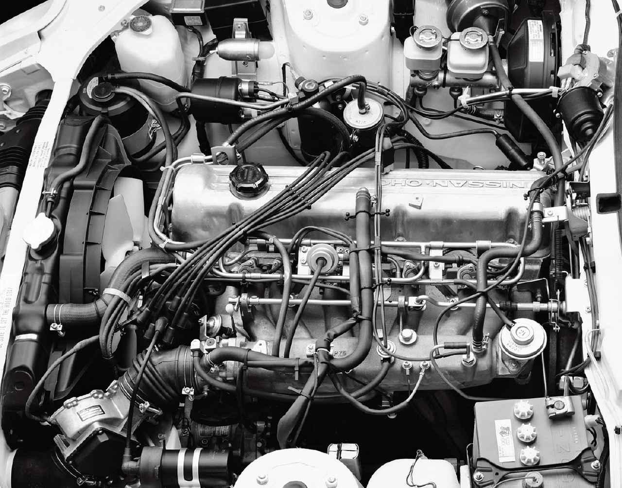 画像: L28E型エンジンはEGIとNAPSの組み合わせで53年規制をクリア。145ps/23.0kgmを発生する。
