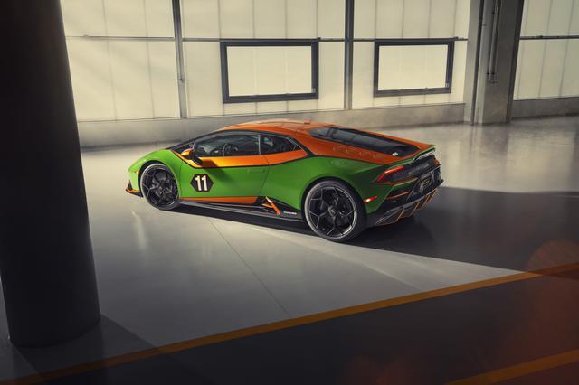 画像: 公開された「ウラカン EVO GTセレブレーション」は、デイトナ24時間とセブリング12時間で優勝したGRTグラッサー・レーシング・チームのマシンにちなんだカラーリングが施されていた。