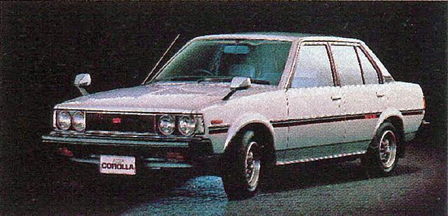 """画像: レビン/トレノはクーペのみに与えられた名称で、セダン/ハードトップ/リフトバックの2T-GEU搭載車には、1600GTの名が与えられた。セダンは丸型4灯で、まさに""""羊の皮を被った狼""""にふさわしいモデルだった。"""