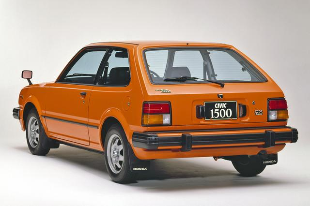 画像: リアビューの雰囲気も先代と似ている。CXは3ドアのみの設定だった。