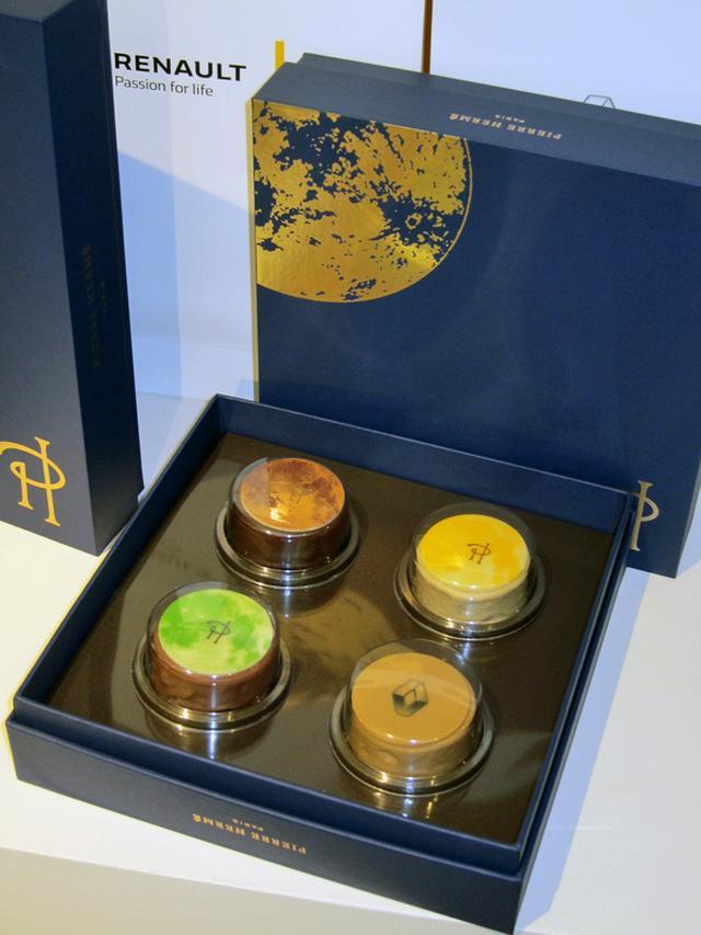 画像: ピエール・エルメ・パリが9月から販売する月餅(ムーンケーキ)も限定販売された。