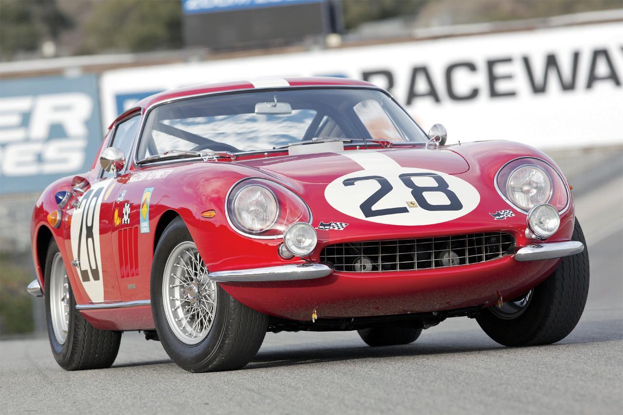 画像: 左右分割のバンパーや格子状のフロントグリルなどは、のちのフェラーリ車のアイデンティティにもなっていく。