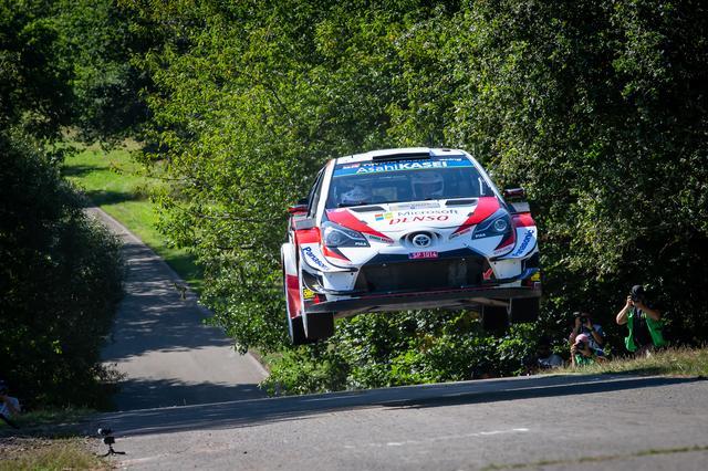 画像: ラリー・ドイチェランドを制したオィット・タナック(トヨタ ヤリス WRC) 。タナックはヒュンダイのティエリー・ヌービルとの差を32点に拡大、オジエとは42ポイント差とし、チャンピオン獲得に向けて独走状態に入った。