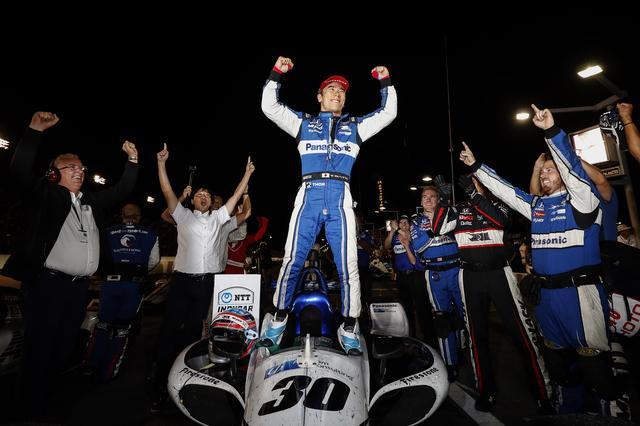 画像: 重苦しい空気の中、インディカー・シリーズ第15戦を制した佐藤琢磨(レイホール・レターマン・ラニガン・レーシング)。