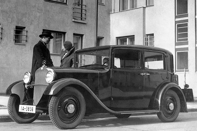 画像: 1931年に発売されたメルセデス・ベンツ 170。4気筒の1.7Lエンジンを搭載する。現在のCクラスの源流ともいわれ、当時珍しい4輪独立懸架を採用するなど、FRとはいえ先進的だった。