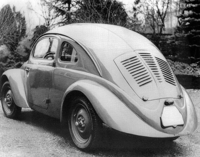 画像: フォルクスワーゲンは1934年に開発に着手。この試作車は1937年に30台つくられたW30(VW30ともいう)で、うち29台はダイムラー・ベンツが製作した。