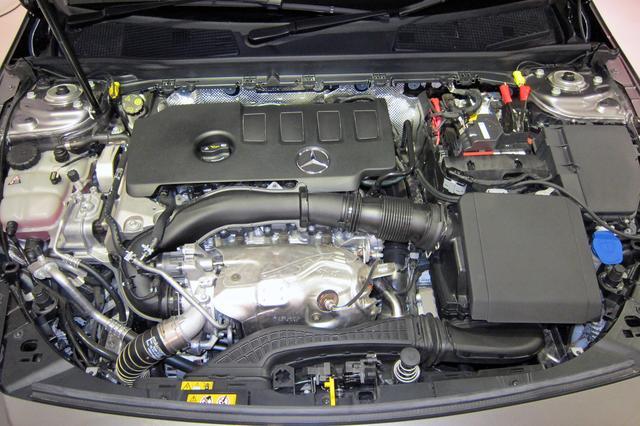 画像: 写真はCLA250に搭載される2Lガソリンターボエンジン。