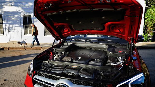 画像: GLE450に搭載の直6DOHCターボエンジン。最高出力367ps、最大トルク500Nmを発生。